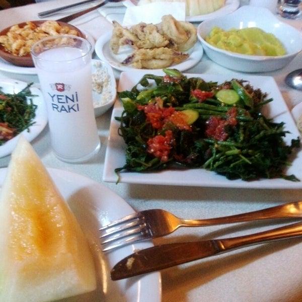 8/13/2013 tarihinde Mine D.ziyaretçi tarafından Cunda Deniz Restaurant'de çekilen fotoğraf