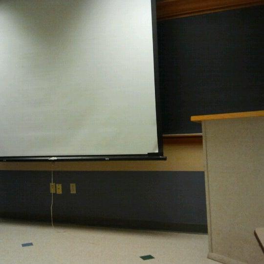 1/29/2013 tarihinde Kirsten P.ziyaretçi tarafından Classroom Building'de çekilen fotoğraf