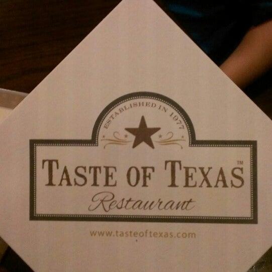 Foto tomada en Taste of Texas por Tony T. el 5/19/2013