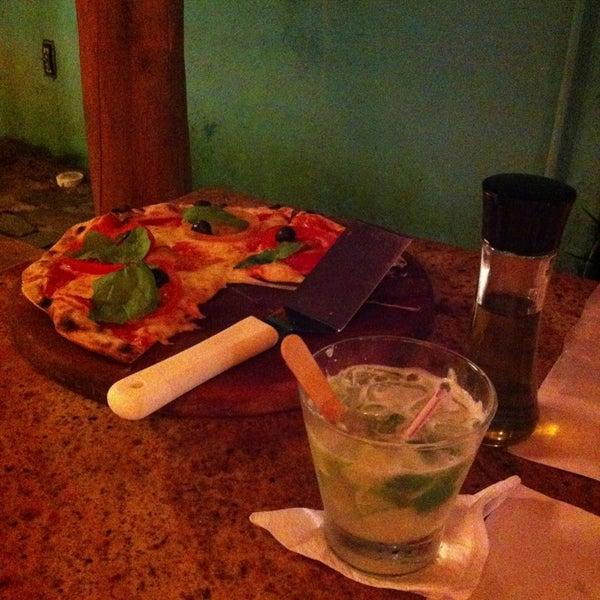 Com medo das pizzas fora de Sampa optamos por uma tradicional, Margherita: muito boa, sem medo! Atendimento agradável e o preço então...paguei R$ 9 pela caipirinha de Sake.