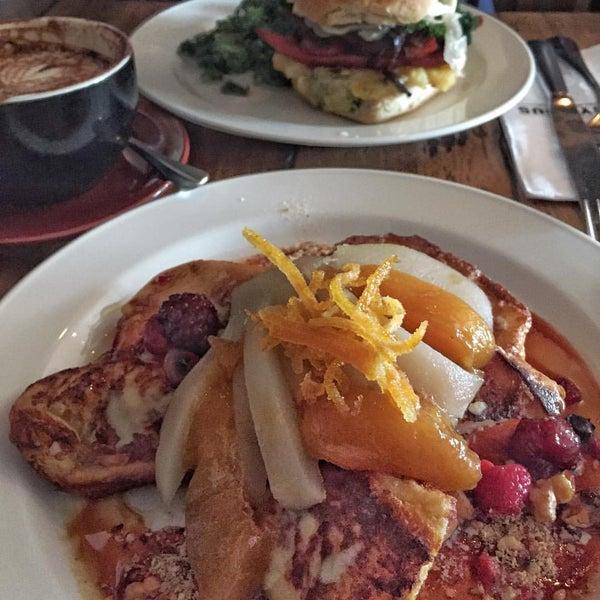 รูปภาพถ่ายที่ Anonymous Café โดย Emily T. เมื่อ 1/22/2017