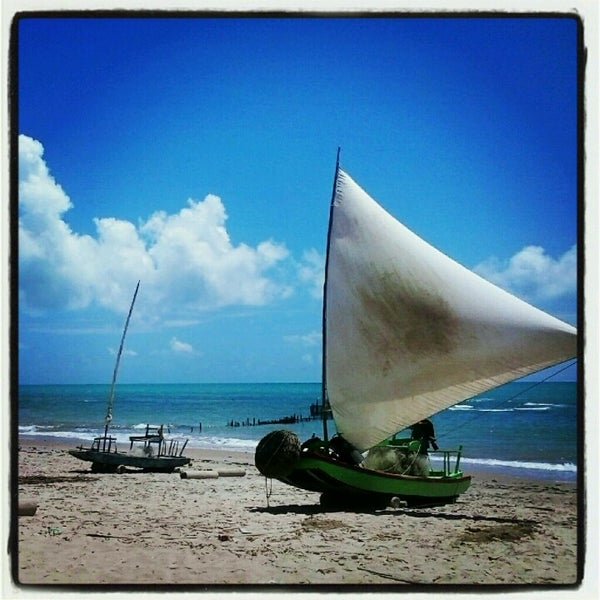 Foto tirada no(a) Praia da Garça Torta por Sol V. em 1/31/2013