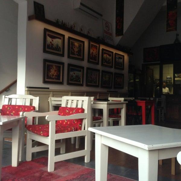 5/25/2013 tarihinde Muzaffer G.ziyaretçi tarafından Ada Cafe'de çekilen fotoğraf