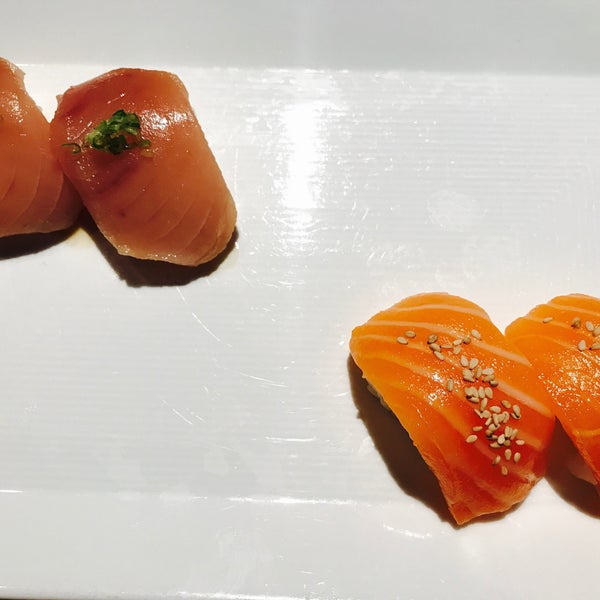 Photo taken at Sugarfish by Maggie Y. on 4/15/2017