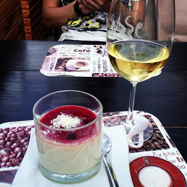 6/8/2013 tarihinde Victoria L.ziyaretçi tarafından Café Bon Apрétit'de çekilen fotoğraf