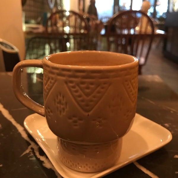1/16/2017 tarihinde Kaan S B.ziyaretçi tarafından MEG Cafe'de çekilen fotoğraf