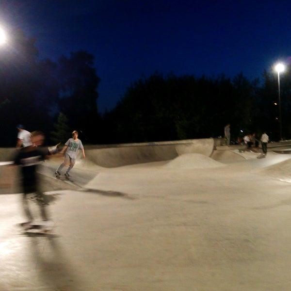 Das Foto wurde bei Скейт-парк «Садовники» von Dmitri am 7/29/2016 aufgenommen