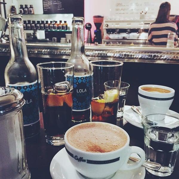 Das Foto wurde bei Adriano's Bar & Café von Brigi V. am 2/21/2016 aufgenommen