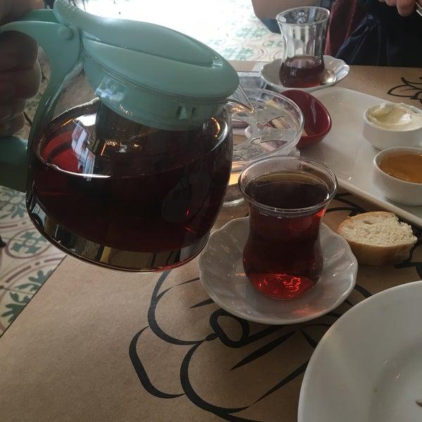 Hafta sonu kalabalık bir yer baya bekledik ama  buna değdi , menemen , yöresel ve pankek kahvaltısı gayet lezzetli doyurucu 👍🏻