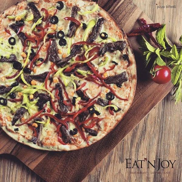 4/19/2016 tarihinde Eat'n Joyziyaretçi tarafından Eat'n Joy'de çekilen fotoğraf