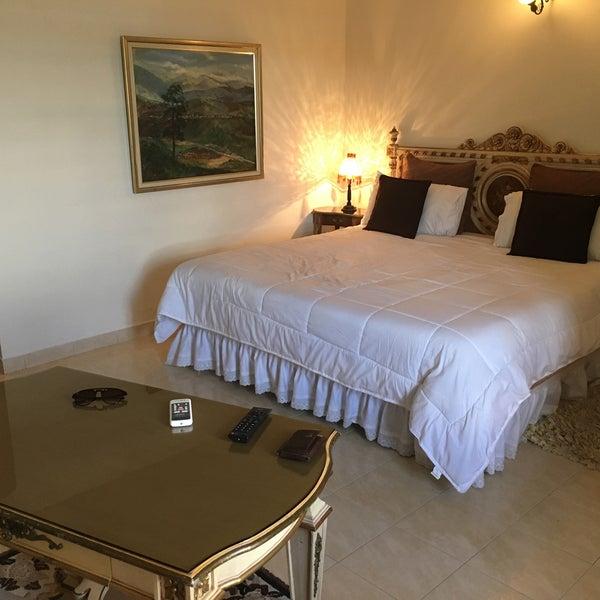 Excelente habitación... un hotel muy solo si se puede decir. Incluye desayuno y la comida del restaurante es bastante cara a mi criterio.