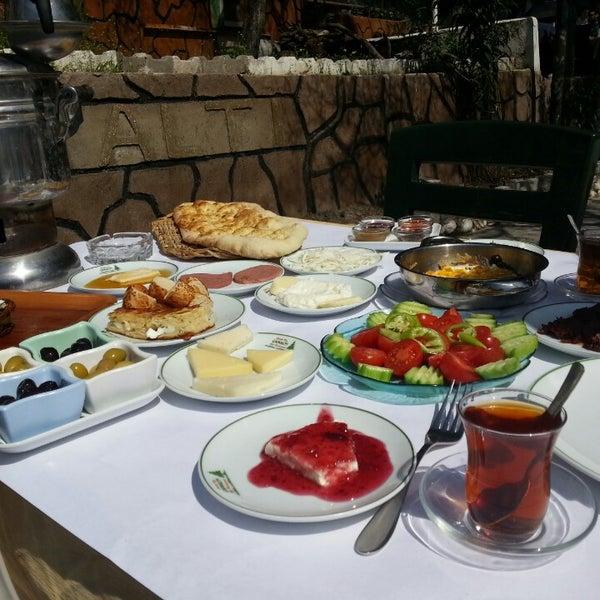 3/24/2013 tarihinde Faruk Z.ziyaretçi tarafından Çamaltı Restaurant'de çekilen fotoğraf