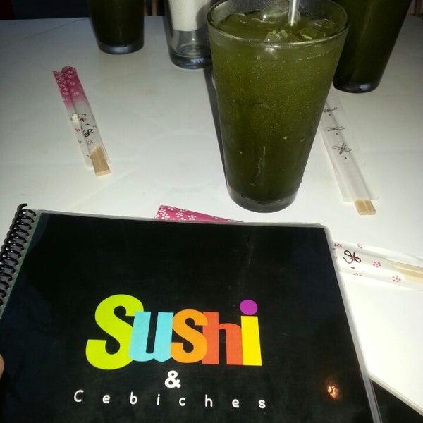 Foto tomada en Sushi & Cebiches por Carlos R. el 5/1/2014