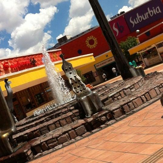Foto tomada en Plaza del Sol por Hector Andres B. el 9/17/2012