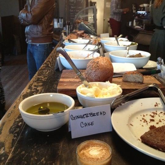 Foto tirada no(a) Big Bear Cafe por Greg em 11/25/2012