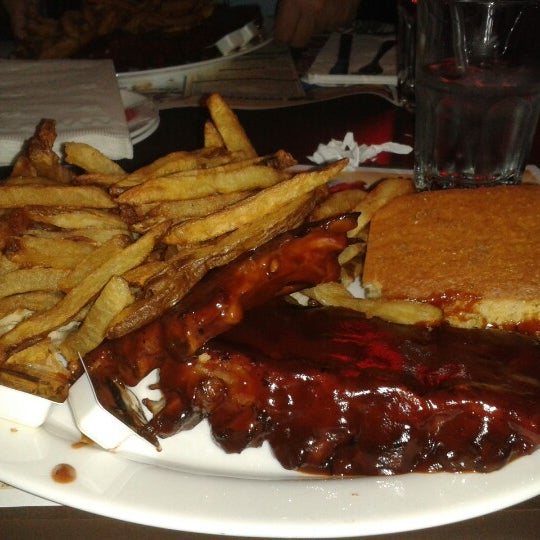 Photo taken at Dallas BBQ by Edward P. on 2/9/2013