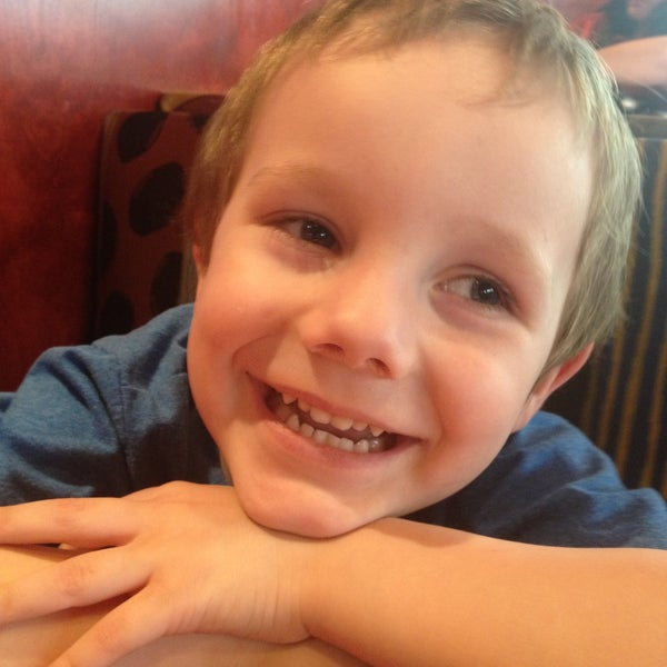 Photo taken at Red Robin Gourmet Burgers by Aurica M. on 5/2/2013