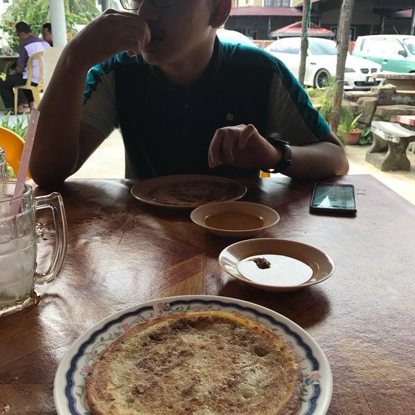 Photo taken at Restoran Lempeng by Muhaimin A. on 8/5/2017