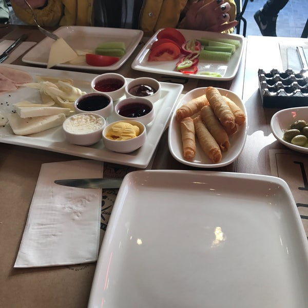 11/18/2017 tarihinde Tuğçe F.ziyaretçi tarafından Fiskos Kahvaltı Cafe'de çekilen fotoğraf