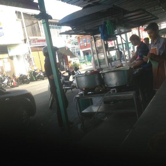 Photo taken at Roti Canai Transfer Rd. by Megat Fitri Aziz on 11/15/2012