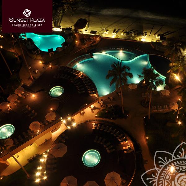 You will be surprised by spectacular and unique views of Sunset Plaza #PuertoVallarta / Te sorprenderás con las espectaculares vistas de #SunsetPlazaPV