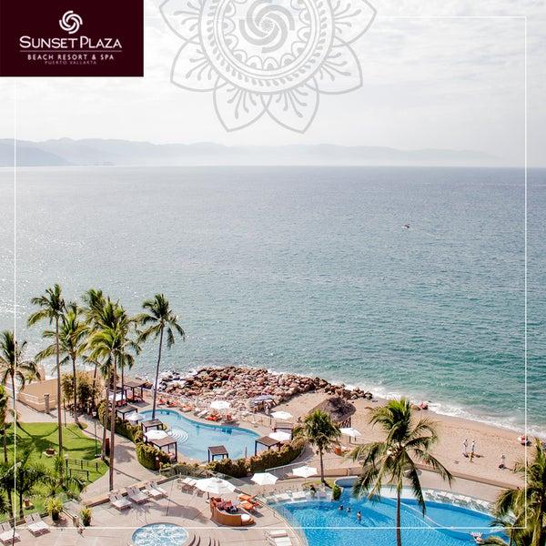 Be amazed by the majestic ocean views from all our rooms/ Sorpréndase con las majestuosas vistas al mar desde nuestras habitaciones