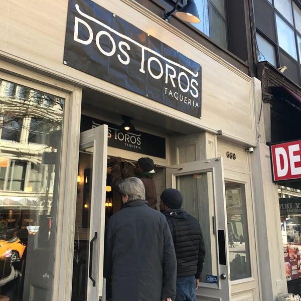 Foto tirada no(a) Dos Toros Taqueria por Tom S. em 3/20/2017