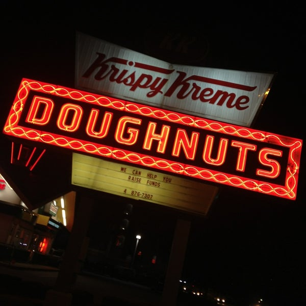 Photo taken at Krispy Kreme Doughnuts by Pizza Guy on 9/7/2013