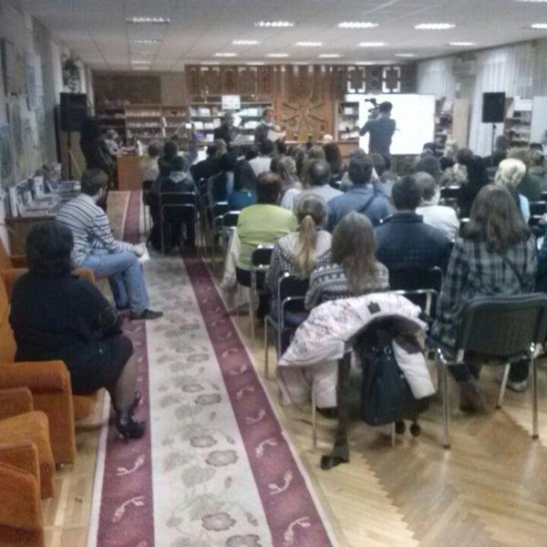 Снимок сделан в Центральная библиотека им. Кропивницкого / Kropyvnytsky Public Library пользователем Мой Город N 10/16/2013