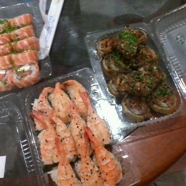 Foto tirada no(a) Brava Sushi por Paola S. em 2/20/2013