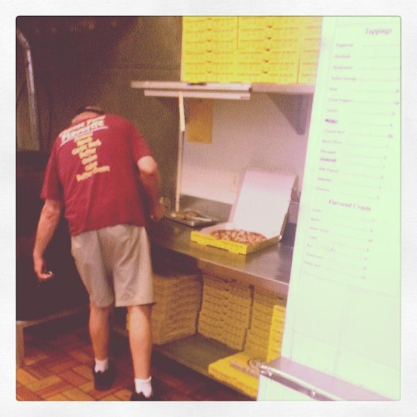 Photo Taken At Hungry Howies By Nuriko P. On 5/22/2013