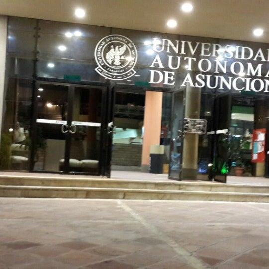 Foto tomada en Universidad Autónoma de Asunción por Javier C. el 7/5/2013