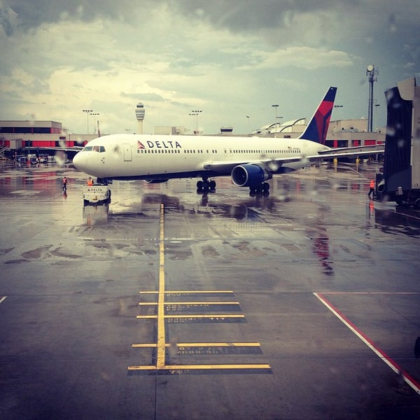 Photo taken at Hartsfield-Jackson Atlanta International Airport (ATL) by Panas S. on 7/5/2013