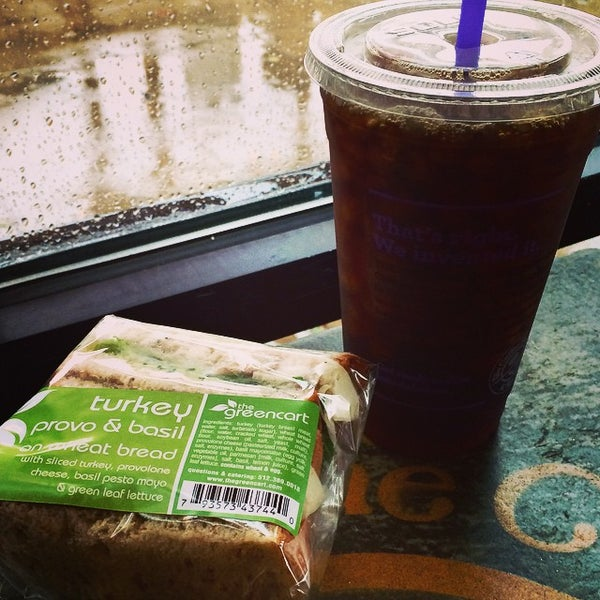 Photo taken at The Coffee Bean & Tea Leaf by Maggie C P. on 11/5/2014