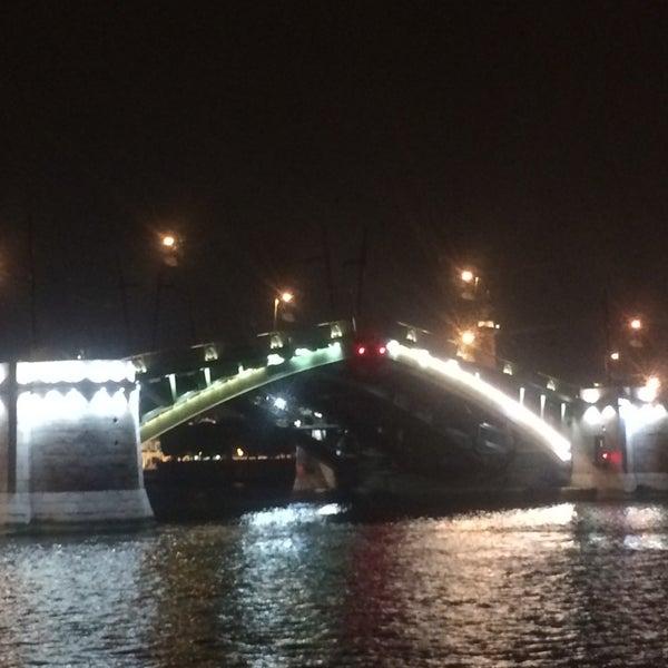 Снимок сделан в DoZari / Дозари шоу-ресторан на воде пользователем Дмитрий В. 9/21/2014