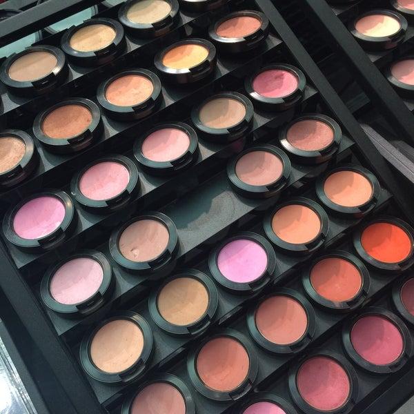Photo taken at MAC Cosmetics by Merve Nur T. on 4/21/2016