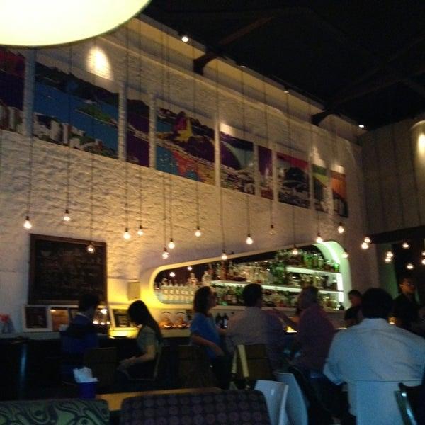 Foto tirada no(a) Meza Bar por Andrea C. em 4/12/2013