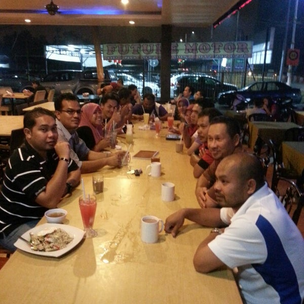 Photo taken at Malee Classic Seafood by Aienz W. on 3/3/2014