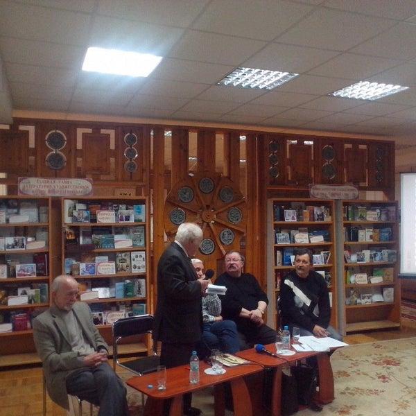 Снимок сделан в Центральная библиотека им. Кропивницкого / Kropyvnytsky Public Library пользователем S.Limanoff 12/23/2015