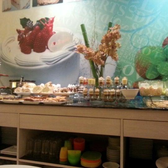 7/24/2013 tarihinde Mhai Z.ziyaretçi tarafından Love Desserts'de çekilen fotoğraf
