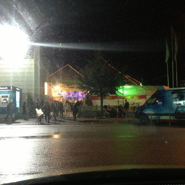 3/22/2013 tarihinde Melik U.ziyaretçi tarafından Iyaş Market'de çekilen fotoğraf