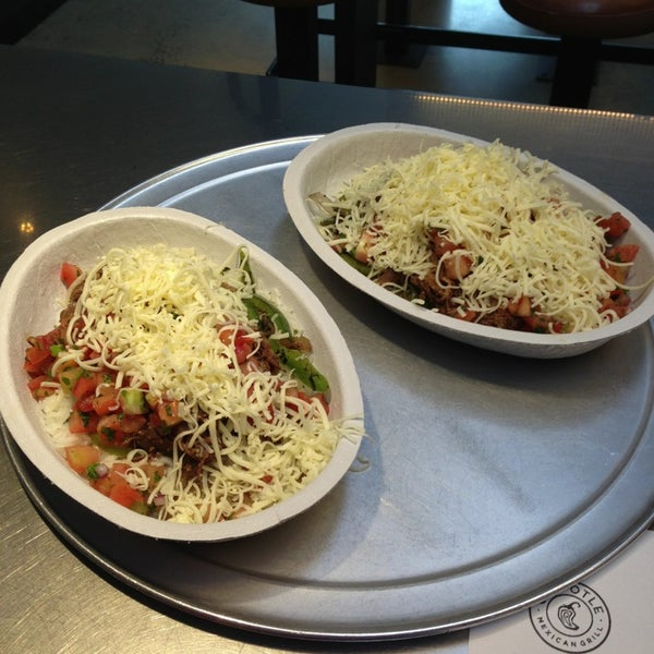 Photo taken at Chipotle Mexican Grill by Pollo L. on 2/18/2013
