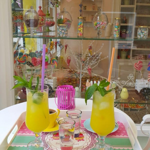 Adı kadar rengarenk ve mutlu bir dükkan. Sahibi de çok içten:) Biz bayıldık. Mutlaka uğramalısınız.
