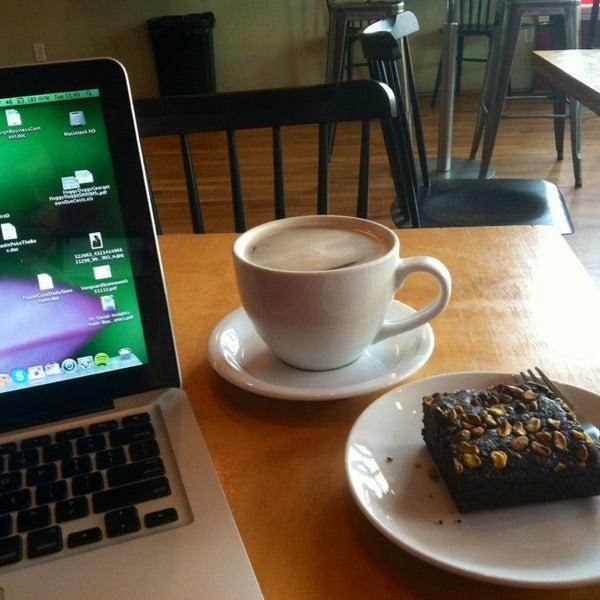4/2/2013 tarihinde Kimberly D.ziyaretçi tarafından Random Order Pie Bar'de çekilen fotoğraf