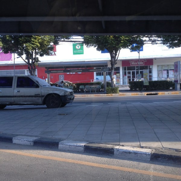 Photo taken at MaxValu by Farida D. on 12/18/2012