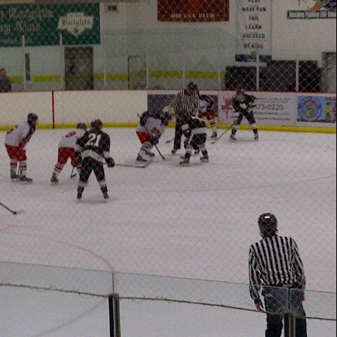 รูปภาพถ่ายที่ Southwest Ice Arena โดย Michael C. เมื่อ 12/9/2012