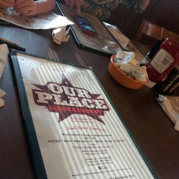 Das Foto wurde bei Our Place Restaurant von Victoria P. am 3/30/2013 aufgenommen