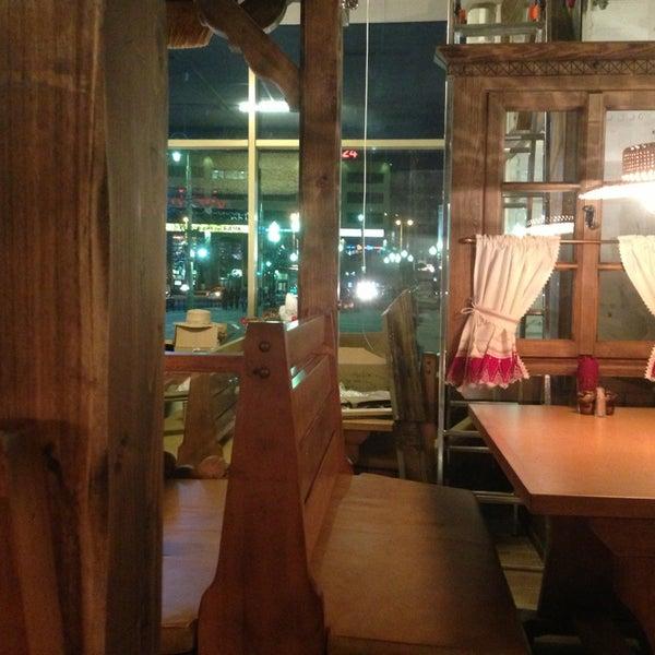 Дюже змачно!!! Ребрышки просто улет))) вкуснейшие блюда, приятная обстановка и оочень приятные цены;)
