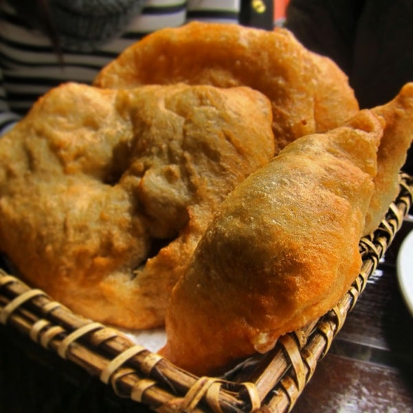 Beyaz peynirli pişi ve menemeni çok lezzetli. Hisar kahvaltıcılarına göre fiyatları makul. Beşiktaş'takilere göre daha keyifli bir ortamı var.