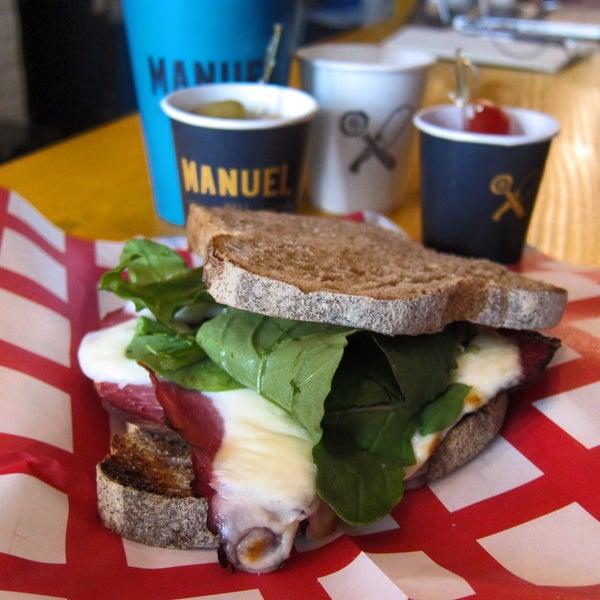 Güzel kahve içmek isteyenler buraya uğramalı! Sandviçleri, ekşi maya pizzaları ve iç ortamıyla insanı Avrupa'da hissettiren bir yer...